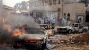 De situatie na een bomaanslag op de St. Theresa Catholic Kerk, net buiten de hoofstad van Nigeria, Abuja, tijdens Kerst.