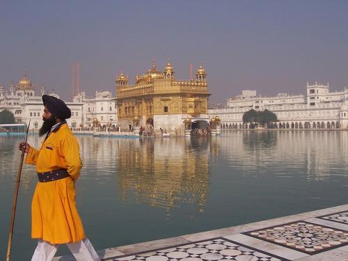Het heiligste heiligdom van Sikhs, de Gouden Tempel in Amritsar, Punjab.