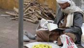 Verkoper leest Quran