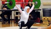 Kulsoom Abdullah houdt van gewichtheffen.