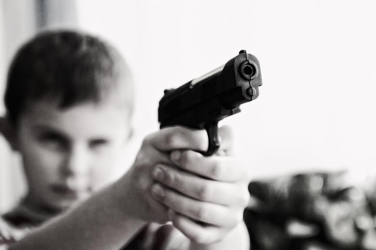 Kind met wapen
